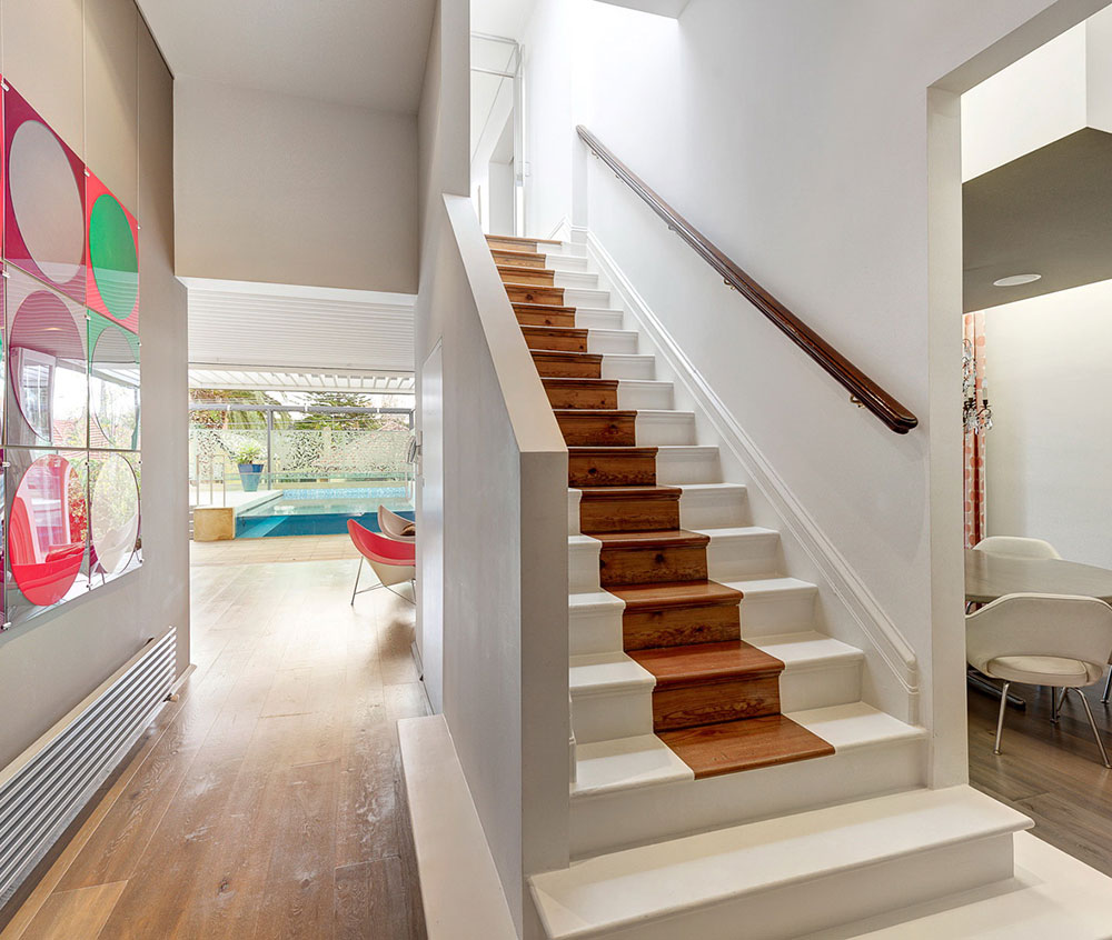 4. Прямая лестница из дерева